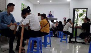 Người đến xin việc tại số 21A1 Làng Tăng Phú được tách riêng 1 kèm 1 để phỏng vấn